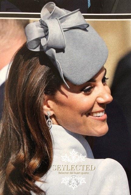 A quién felicitamos: a sus padres, al diseñador del tocado ó al príncipe Guillermo por haber elegido una mujer apta para tal puesto.?