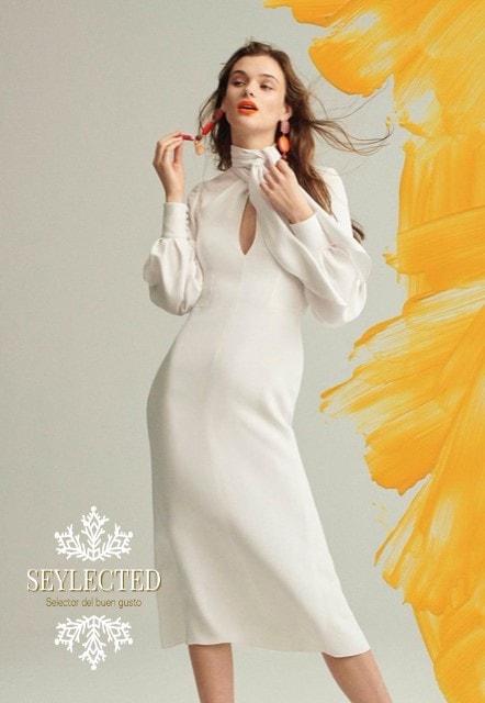 El vestido me encanta, pero me gustaría aún más si la modelo lo llenase un poco más. Es un vestido para marcar curvas y quitar el hipo a much@s.