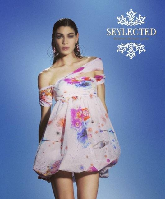 Yo le cambiaría el estampado, pero el diseño del vestido es una pocholada. En el cumple de tu princesa quizás le robarías protagonismo, pero de seguro serías la princesa de cualquier otra reunión social.