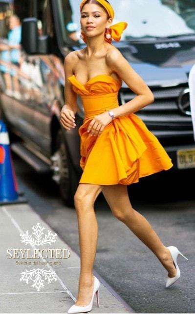 Con ese vestido, claro que vas a parar el tráfico y lo que no lo es, también.
