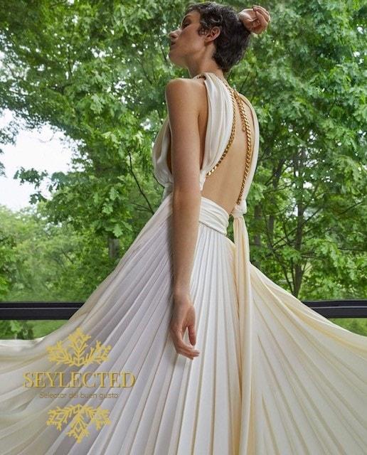 Impresionante prenda. La combinación de estilo griego con el recuerdo de la señorita Monroe y esos detalles dorados, no puede ser otra cosa que Seylected.