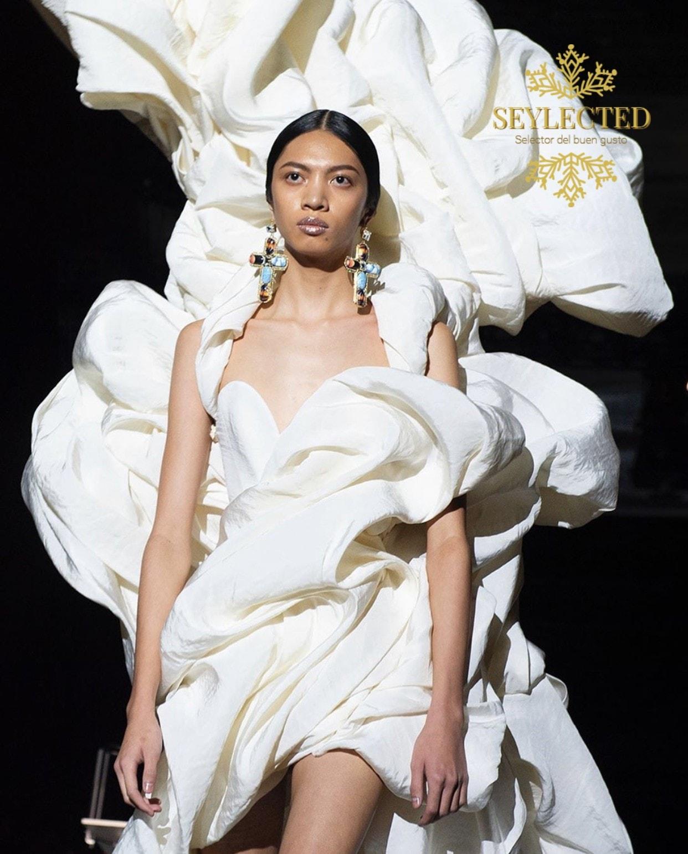 Qué es lo primero que te viene a la mente: la incomodidad del vestido o todo lo contrario, la sensación de confort al sentirse como entre algodones.? Como quiera que sea, la originalidad con estilo es un grado para Seylected