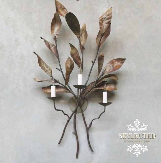Lámpara de hojas: no es tanto la belleza de la lámpara en sí, como la combinación de sus colores con la pared que la sujeta